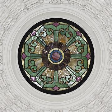 ドームの中心にも、ステンドガラスが嵌められてます