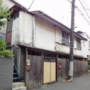 こんな昭和のアパートが残ってました