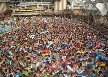 東京サマーランドの波のプール。人波のことか?