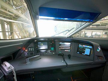 新幹線『N700系』の運転席。タッチパネルになってるようで、スイッチ類はほとんどありません。