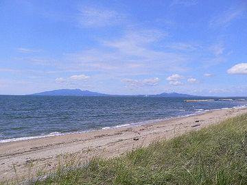 男鹿半島の付け根・平らな砂浜
