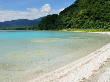 この白い砂浜を『極楽浜』と云う