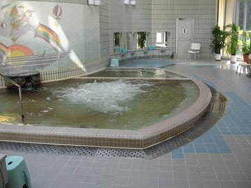 大浴槽のほか、泡風呂、薬湯、打たせ湯、ジェット湯、ボディシャワー、サウナ、水風呂などです
