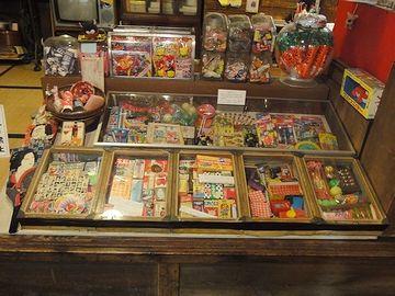 東京の下町などでは、今でも駄菓子屋があるそうです
