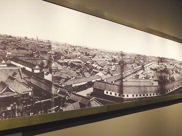 これは、明治初期の町並み
