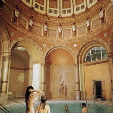 円形劇場があるんなら、ローマ風呂もあるんじゃないの?