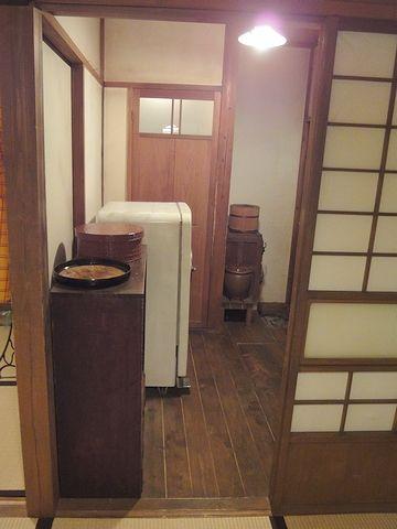 トイレの場所は、冷蔵庫の真ん前