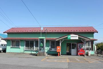 『陸奥森田駅』。なかなか他にない色彩です。誰が色を決めたんでしょう?
