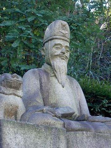 瀬戸市古瀬戸小学校正門前の像