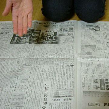 新聞紙敷いてもらって
