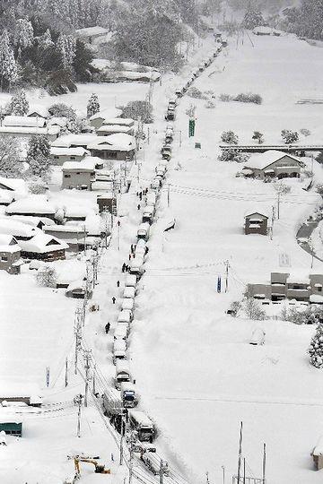 この冬(2018年)の豪雪では、福井県内で多くの車が立ち往生