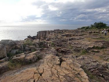 三段壁の崖の上