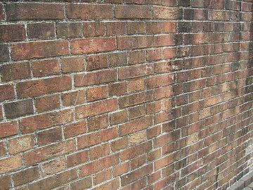 西大畑公園の煉瓦塀