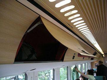 「ゆふいんの森」飛行機みたいな荷物棚