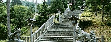 真山神社・えっちらおっちら、参道を登ります