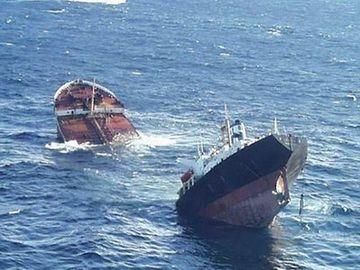 望遠鏡が破裂して、船は沈むわね