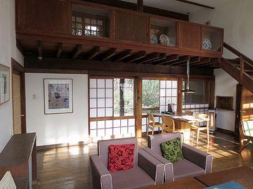 前川國男邸では、中央部に居間(サロン)があります