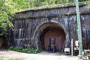鶴形トンネル(奥羽本線旧線・明治33年完成)
