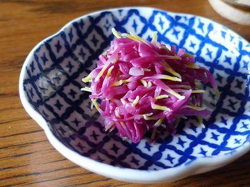 """食用菊は、このように""""おひたし""""で食べられることが多いです"""