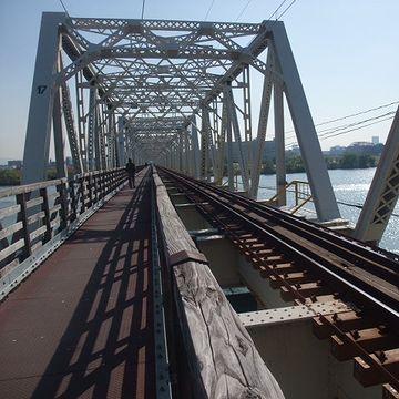 淀川にかかる「赤川鉄橋」