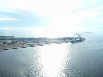 秋田港・セリオン近くの海
