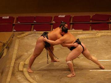 本場所でも、同じ稽古廻しで相撲を取る