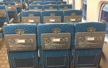 真ん中の座席は、両サイドより3㎝広く作られてる