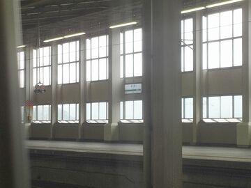 浦佐駅に停まります