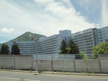 湯沢には、バブルの塔、リゾートマンションが建ち並んでます