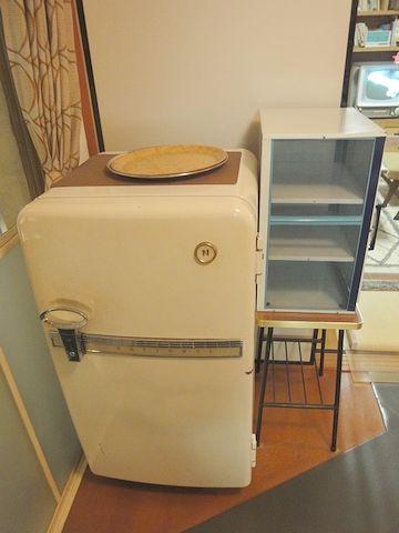 蠅帳と冷蔵庫のツーショット