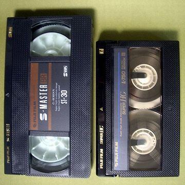 VHSとベータ、2種類の大きさのパッケージが並んでた