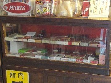 様々なタバコが並んでます