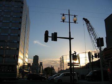 陽の傾いた秋田市街
