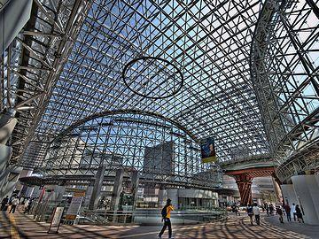 金沢駅。かっちょえー。