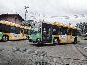 『青梅車庫』には、当然のことながら、バスがたくさん