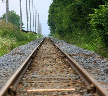 長野県・野辺山高原を一直線に走る線路