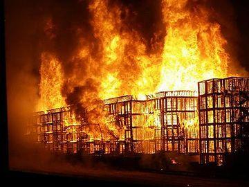 ビルだって、中に火が付けば、どんどん類焼していくよ