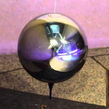 おもりは、直径23㎝のステンレス球で、重さは約50㎏