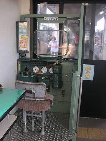 東能代駅の待合室