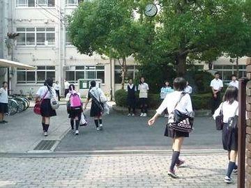 学校には、警察組織が介入しにくいでしょ
