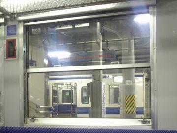 列車の窓って、上下2枚を組み合わせてるよね