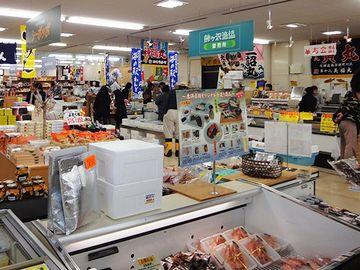 魚介類や農産物が買えます