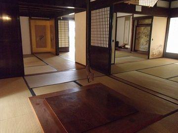 日本家屋ってのは、ちょっくら広くたって聞こえ放題だって