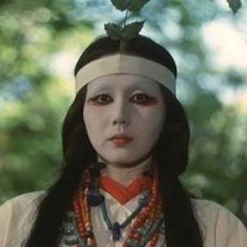 卑弥呼役は、監督の妻・岩下志麻
