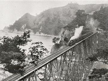 『余部鉄橋』のおかげで、12時間49分に短縮されたんです