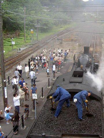 津川駅での石炭ならし