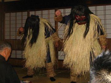 """真山伝承館・遠目で見ても、怖い""""なまはげ"""""""