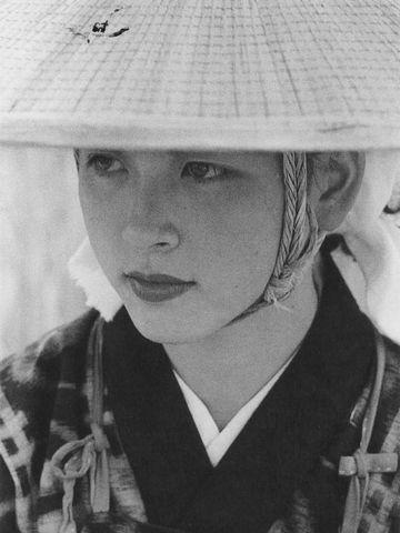 秋田美人(1953年撮影)。こんな人でも、東北弁だったんでしょうね。