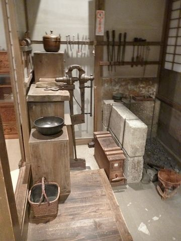 また銅壷屋に立ち戻ってます