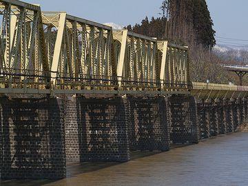 この橋は、米代川橋梁